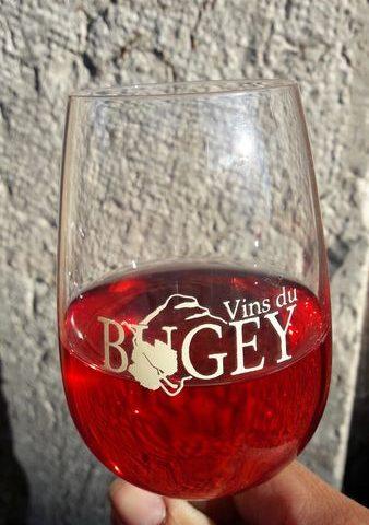 Un verre de vin du Bugey