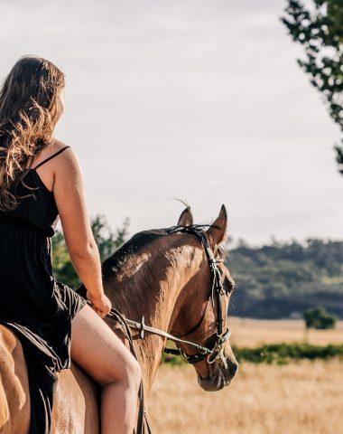 balade à cheval de Pérouges au Bugey