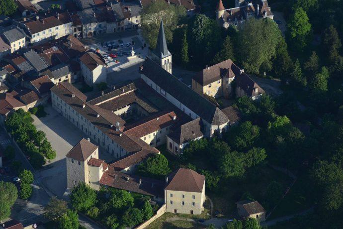 Abbaye d'Ambronay vue du ciel