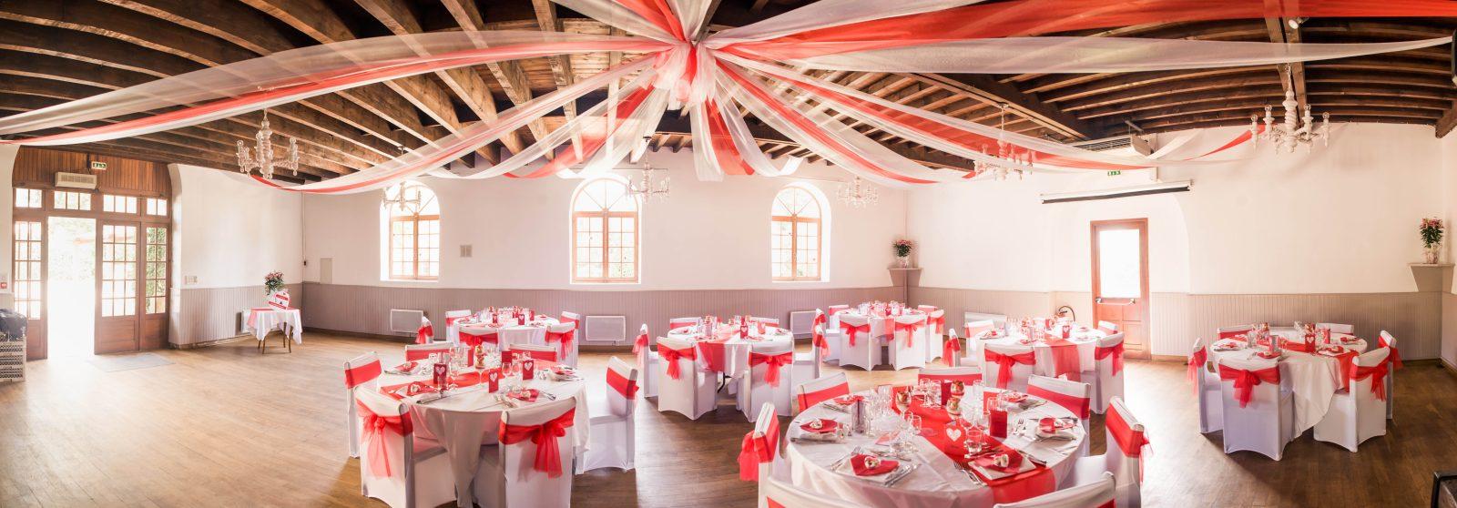 Salle Pressoir mariage rouge