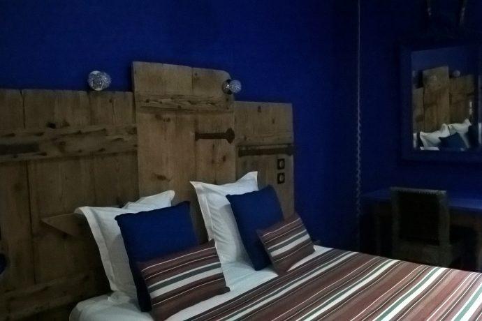 Chambre du bas avec 1 grand lit double RIAD