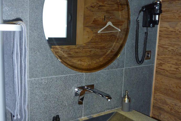 salle de bain en pierre naturelle